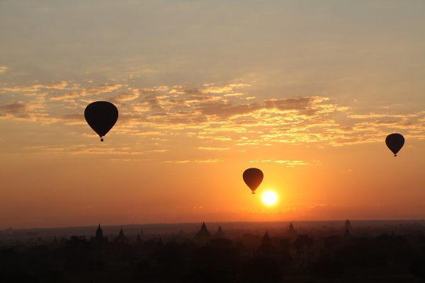 Ballonfahrten über Bagan in Myanmar