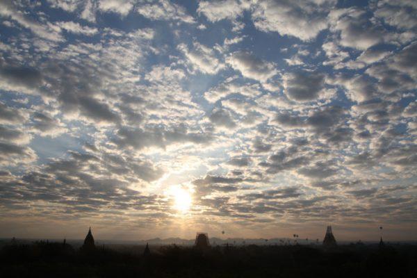 Wetter in Myanmar - auch in der Trockenzeit gibt es Wolken am Himmerl!