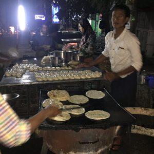 Essen im Mandalay auf der Straße