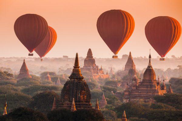 Einmal Ballonfahren in Myanmar: Über die Tempel von Bagan! Shutterstock / lkunl