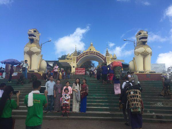 Der Eingang zum Golden Rock