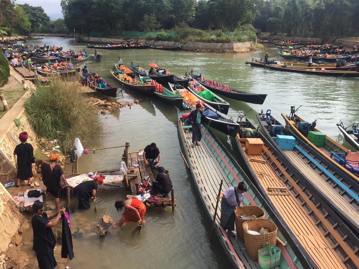 Teil jeder Bootsfahrt ist das Dorf Indein