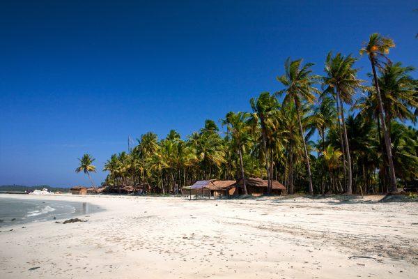 Ngwe Saung Beach (Shutterstock.com)