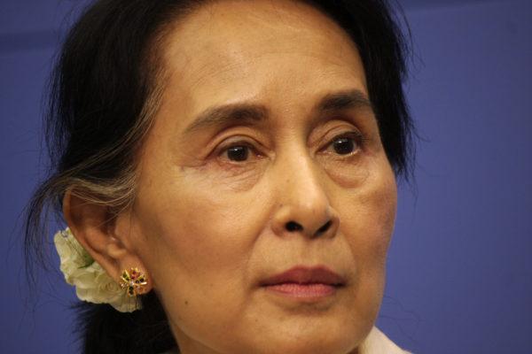 Nobelpreisträgerin Aung San Suu Kyi steht in der Kritik nichts gegen dioe Rohingya-Krise zu unternehmen. ( 360b / Shutterstock.com)