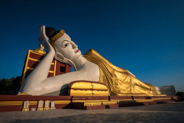 Bodhi Tataung - Statue