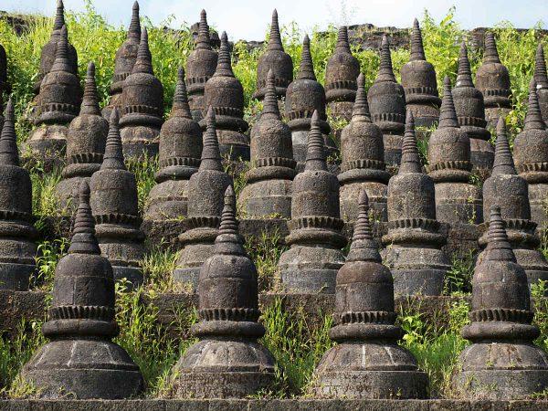 Details des Koe-thaung Temple, erbaut von King Min Dikkha in den Jahren 1554-1556. Shuttertsock.com