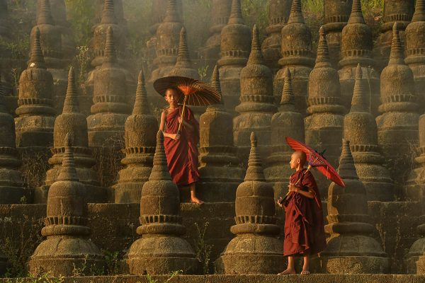 Novizen auf dem Ratanabon Paya in Mrauk-U. (Shutterstock.com)