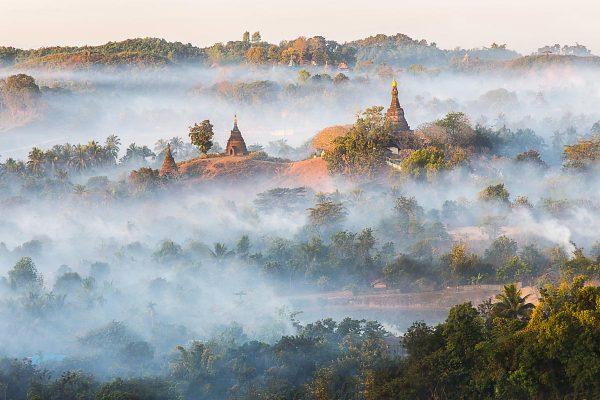 Nebel über Mrauk-u in Myanmar (Shutterstock.com)