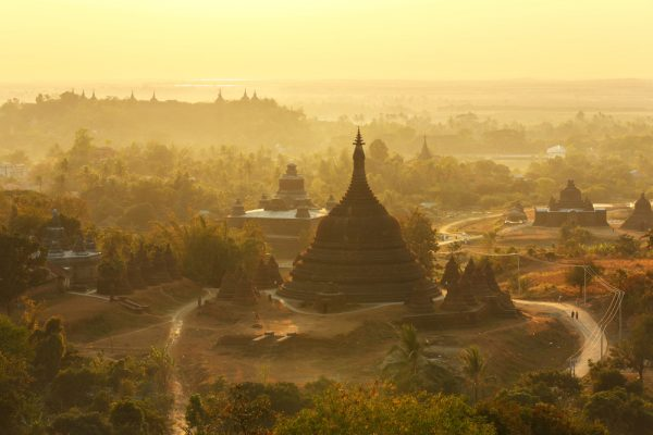 Sonnenuntergang über dem Ratanabon Paya in Mrauk-U, Myanmar. (Shutterstock.com)