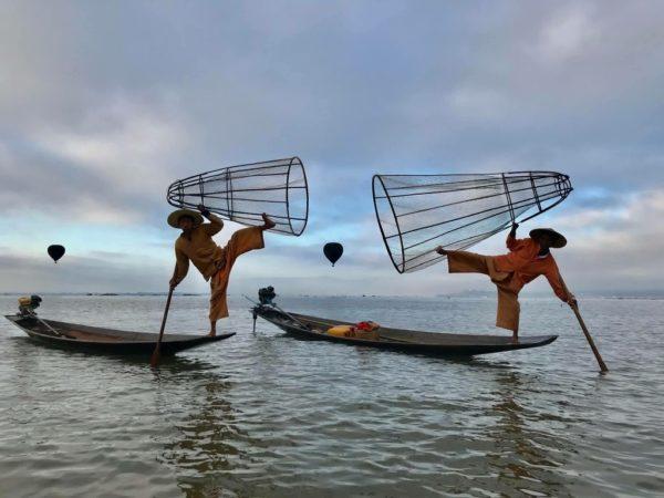 Oriental Ballooning am Inle Lake.