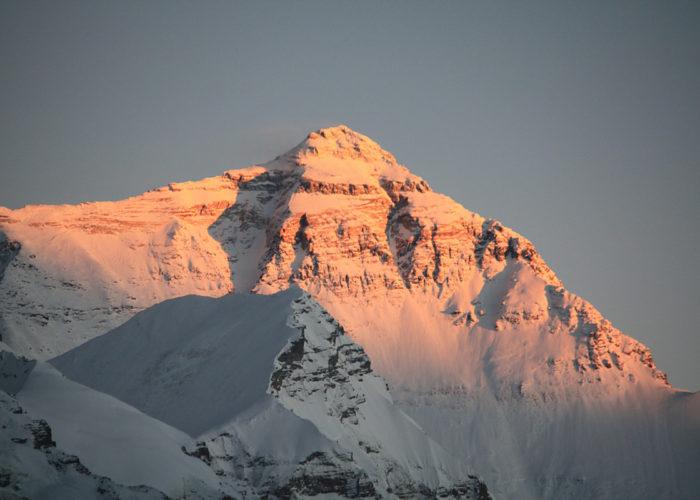 Der Mount Everest in Tibet – der höchste Berg der Welt.