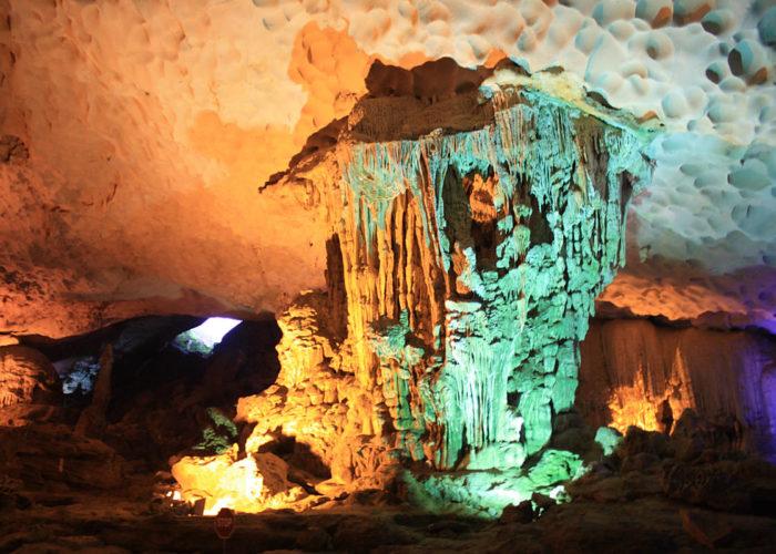 Tropfsteinhöhle im Vietnam.