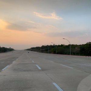 Leere Autobahn in Naypyidaw 2019.