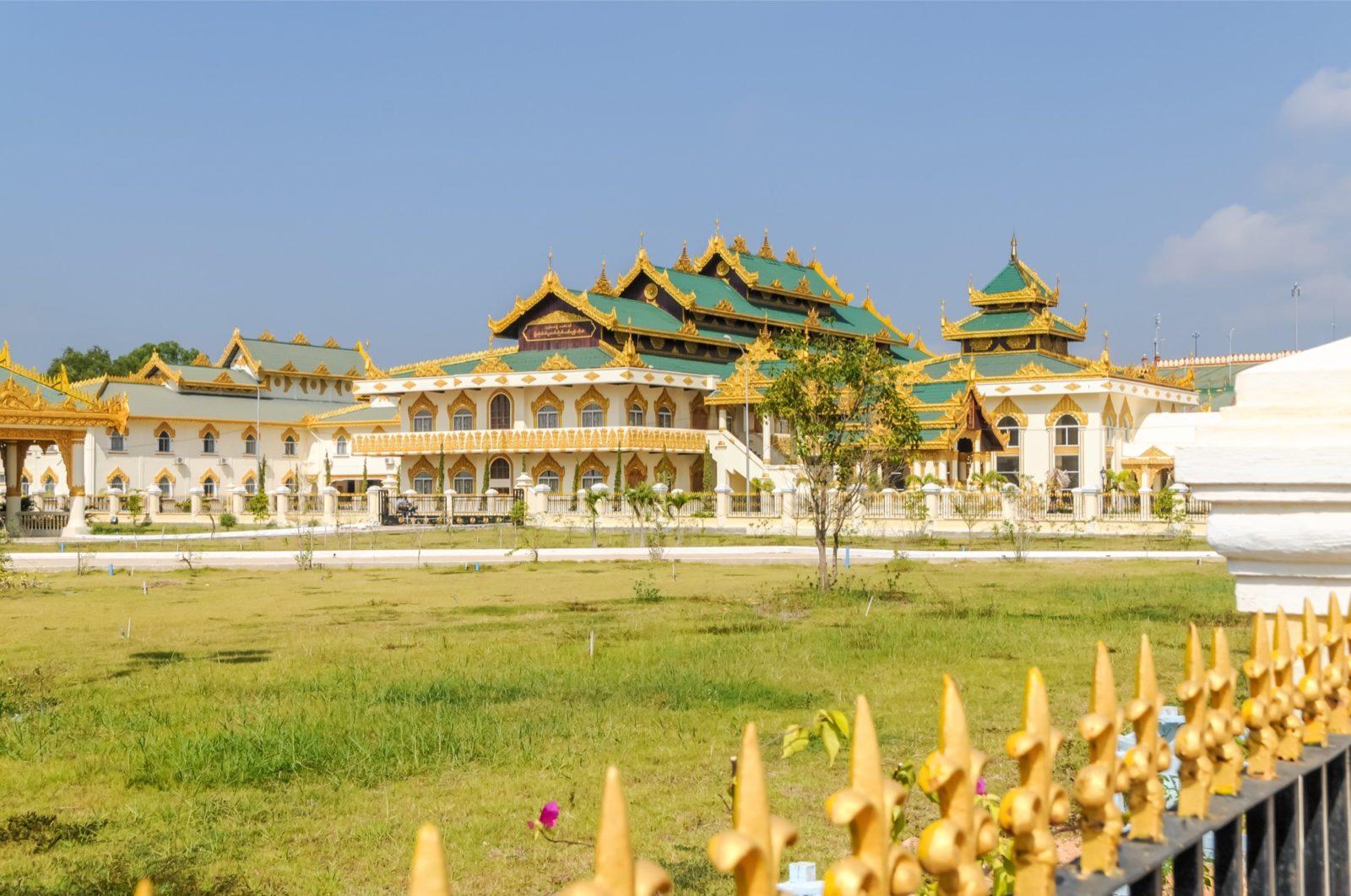 Der Komplex außerhalb der Uppatasanti Pagoda in der Hauptstadt Naypyidaw