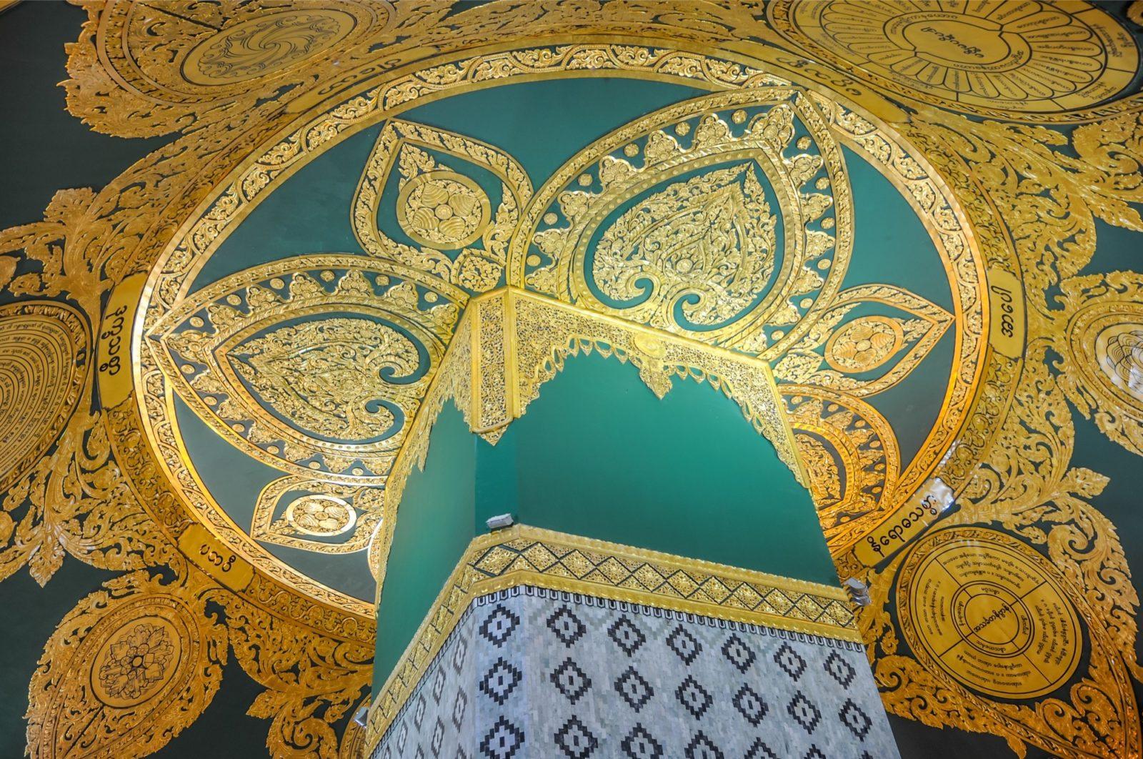 Im Inneren der Uppatasanti Pagoda in der Hauptstadt Naypyidaw