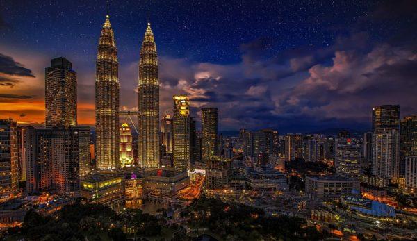Die Petronas Towers in der Hauptsatdt Kuala Lumpur.