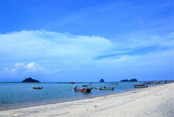 Schöner Strand in Malaysia - eine der vielen Sehenswürdigkeiten im asiatischen Land Malaysia.