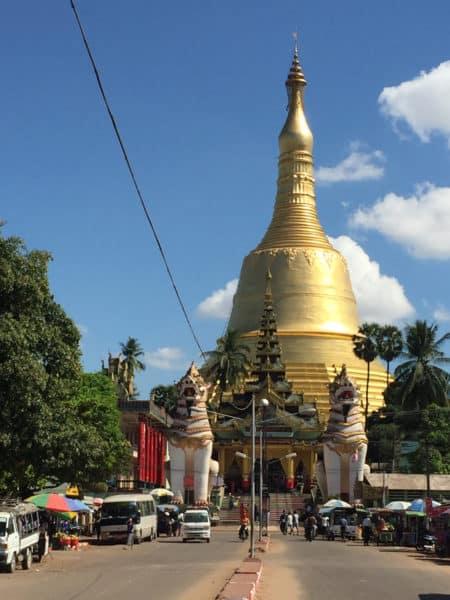 Shwemawdaw Paya, mit 114 Meter die höchste Pagoda (Tempelanlage) in ganz Myanmar