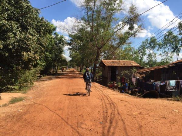 Mit dem Fahrrad in Bago unterwegs.
