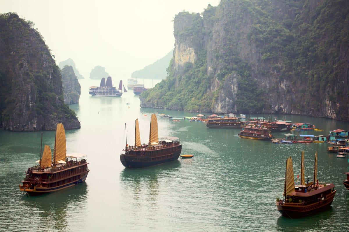 Eine der schönsten Sehenswürdigkeiten von Südostasien - die Halong Bay in Vietnam!